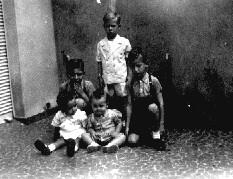Ivan José entre os seus queridos primos !