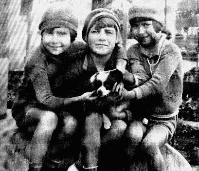 dirce, cacilda, cleyde! em frente à casa da rua caconde, jardim paulista - 30.08.1928 - sampa - sp