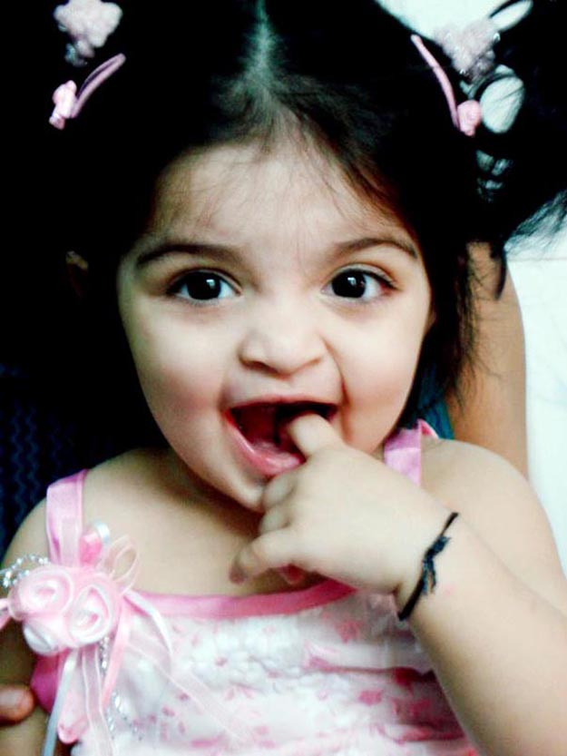 Sweet Cute Wallpapers Mobile The Hair Style On 2012 Thala Ajith Kumar Shalini Daughter