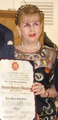 [amparo+romero+condecoración+diploma+sola+1+jul+3+2008.JPG]