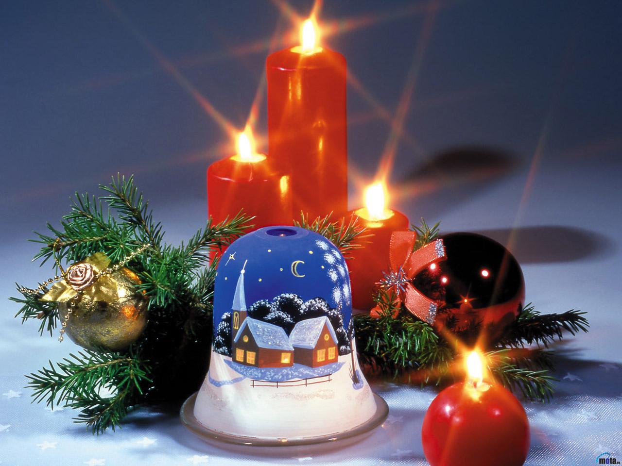 miguitas en el camino adornos y velas de navidad que