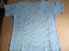 La samarreta signada pels nens i nenes del campus d'estiu