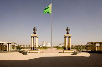 Tiang Bendera Turkmenistan - Sekitar Dunia Unik