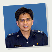 http://www.spf.gov.sg/career/lead/atwork/images/3commanders/ph_chunching.jpg