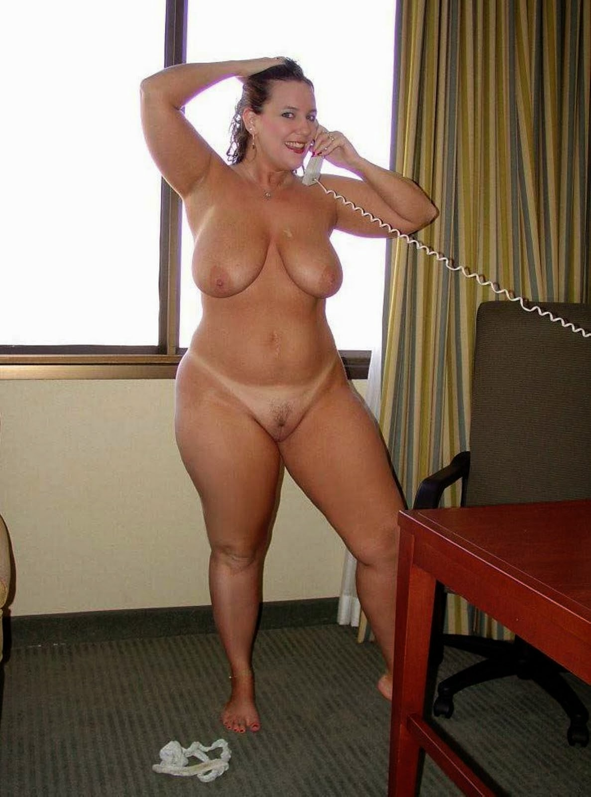 Naked woman with fat buts