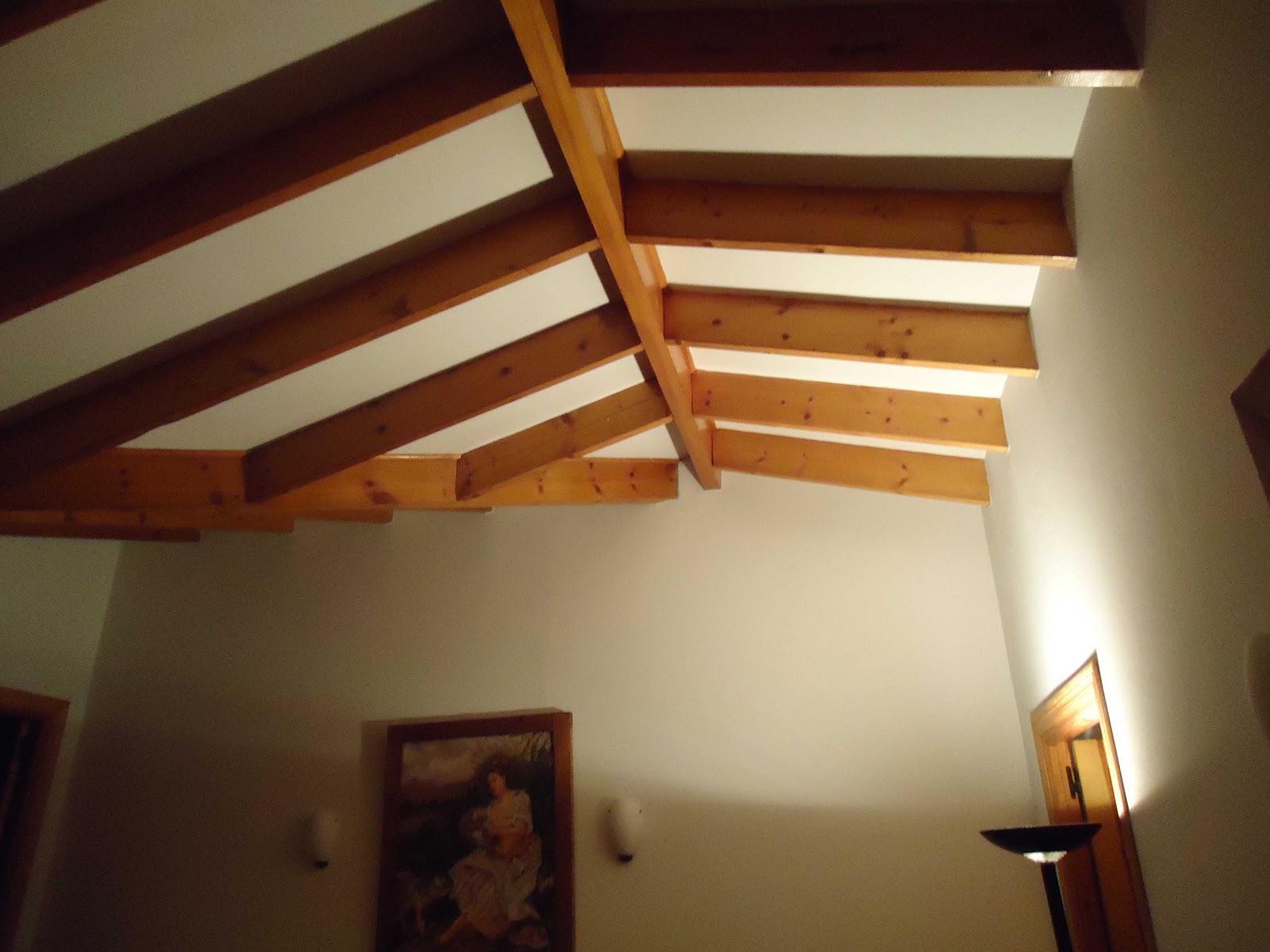 C mo decorar la casa vigas de madera para techos - Vigas falsas de madera ...