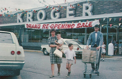 Kroger Marietta Ohio >> Pleasant Family Shopping A Very Fashionable Kroger 1966
