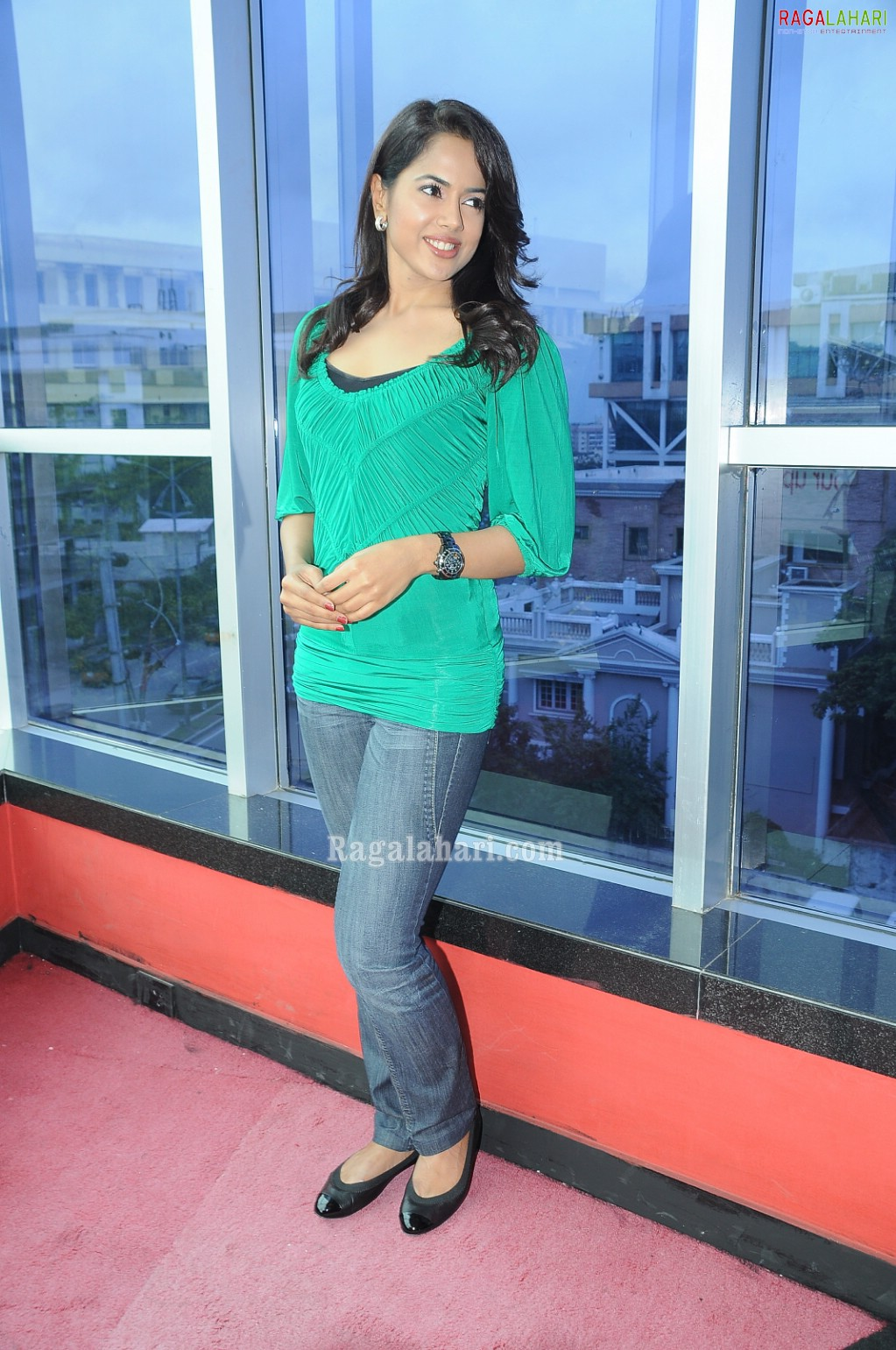Sameera Reddy Bollywood Hot Actress In Jeans Dress Photo -4576