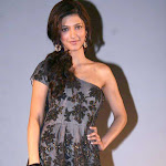 Sruthi Hassan in Black Dress  Cute Photos