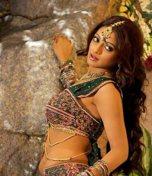 udaya bhanu from leader item song
