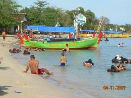 Bath go out to sea with family (Jepara Tourism Info)