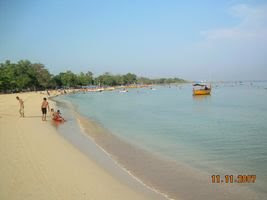 Bandengan beach like Klein of Scheveningen in Dutch which have white sand and clearly water(Jepara Tourism Info)