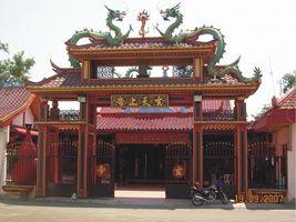 Hian Tian Siang Tee Klenteng Gate (Jepara Tourism Info)