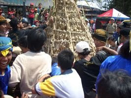Mount of 'Ketupat' and 'Lepet' Party of Lomban (Jepara Tourism Info)
