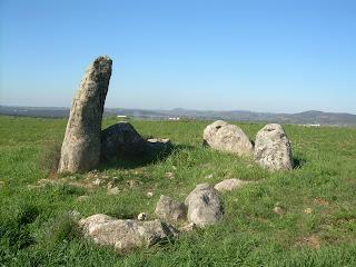 Dolmen de piedra hincada en villar del rey
