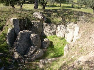 Dolmen de costurón y leoncillo en las cercanías de villar del rey