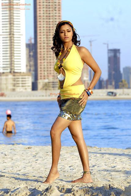 Mamta Mohandas High Quality photos on the beach