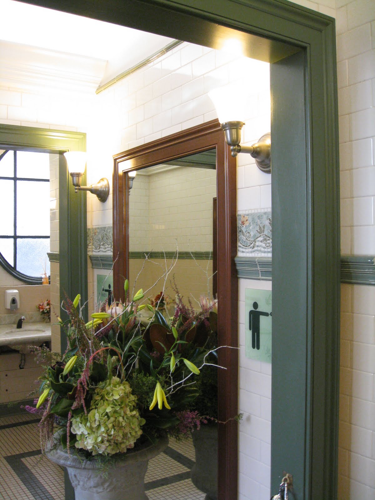 Bryant Park Blog: Vote for Bryant Park's Bathrooms!