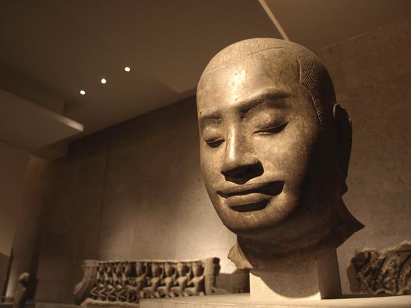Busto de Jayavarman VII rey jhemer de Camboya
