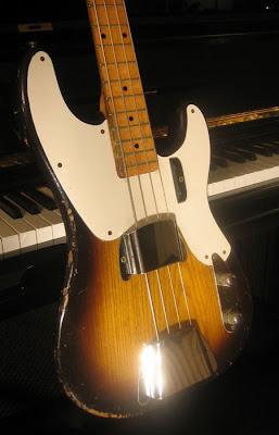 AJUDA - Acabamento de Contra-baixo 1955-P-Bass