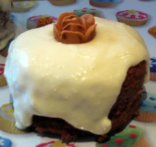 Caramel cake, cupcake