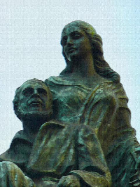 MONUMENTO a Rawson, en Recoleta.