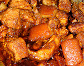 how to cook adobong manok at baboy