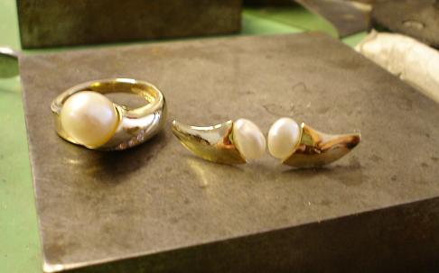 The third step, polishing the gold and finishing the pearls