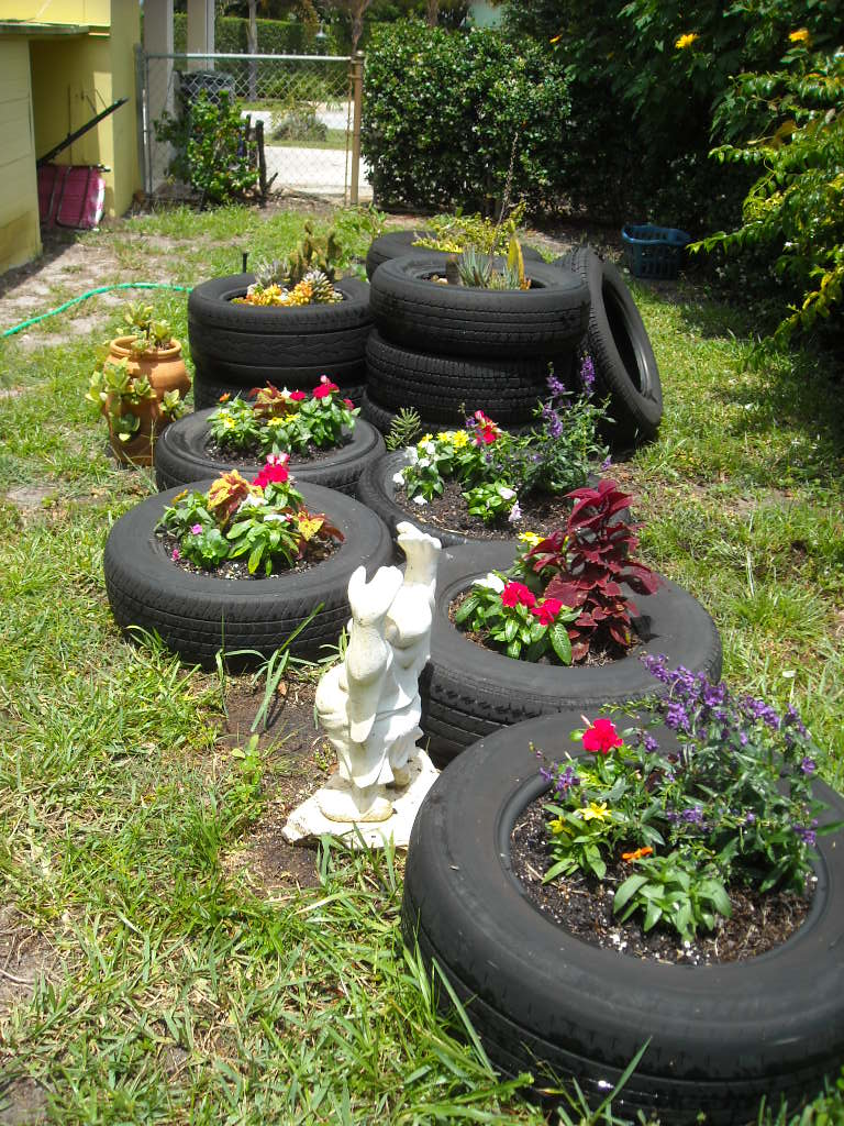 A Succulent Life!: Planted flower tire gardens!