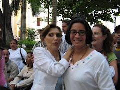 Con la autora de Mujeres de ojos grandes, Cartagena, 2007