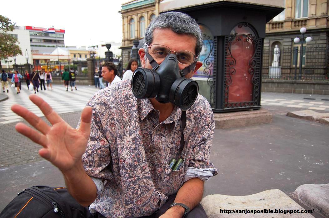 [señor+con+mascara,+plaza+de+la+cult2JPG]