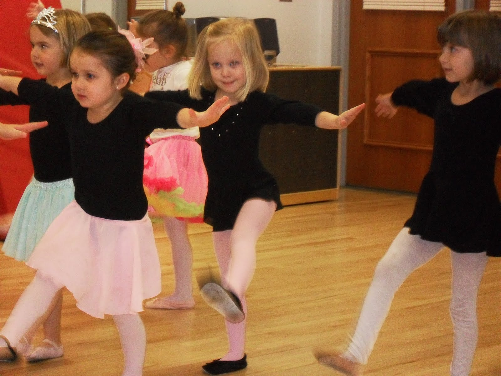 Little Girl Dance - Hot Girls Wallpaper