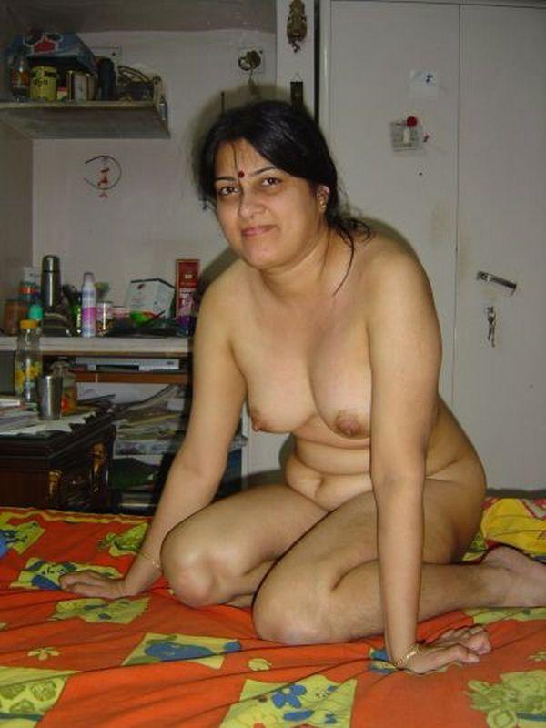 Chennai aunty sucking hard sons friend 10