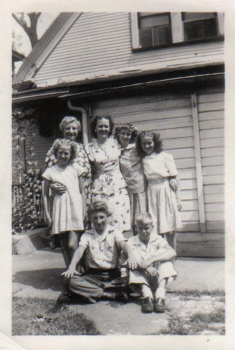 Jerry Veon, his aunt & cousins shortly before his death