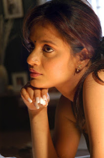 Spicy Babe Neetu Chandra Hot Hq Pics…