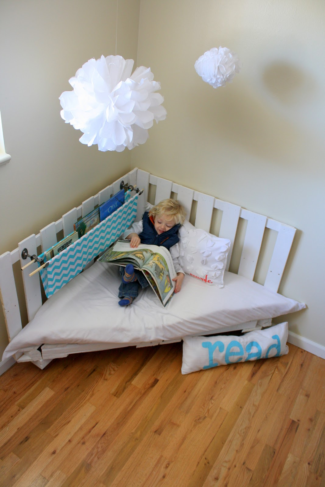 Toddler Reading Chair All Weather Garden How To Make A Nook Using Two Wooden Palettes Part 1