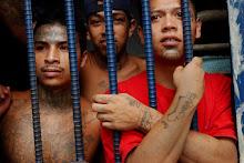 Jóvenes integrantes de una banda de delincuentes, tras las rejas de la cárcel guatemalteca