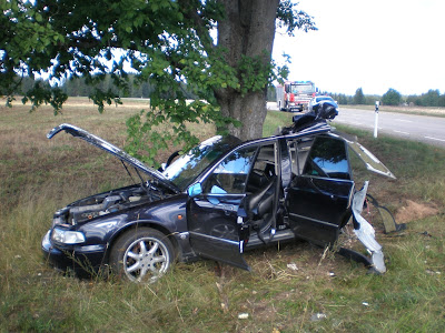 Audi Cars Freaky Accident With Audi A8 Cut In Half