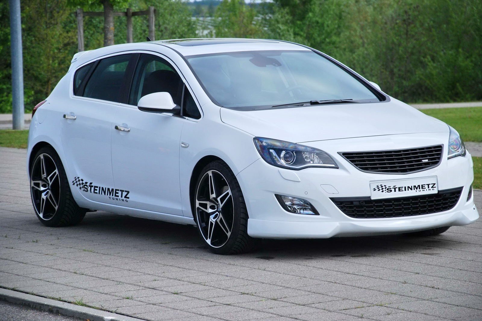 steinmetz spiffs up new 2010 opel astra carscoops. Black Bedroom Furniture Sets. Home Design Ideas