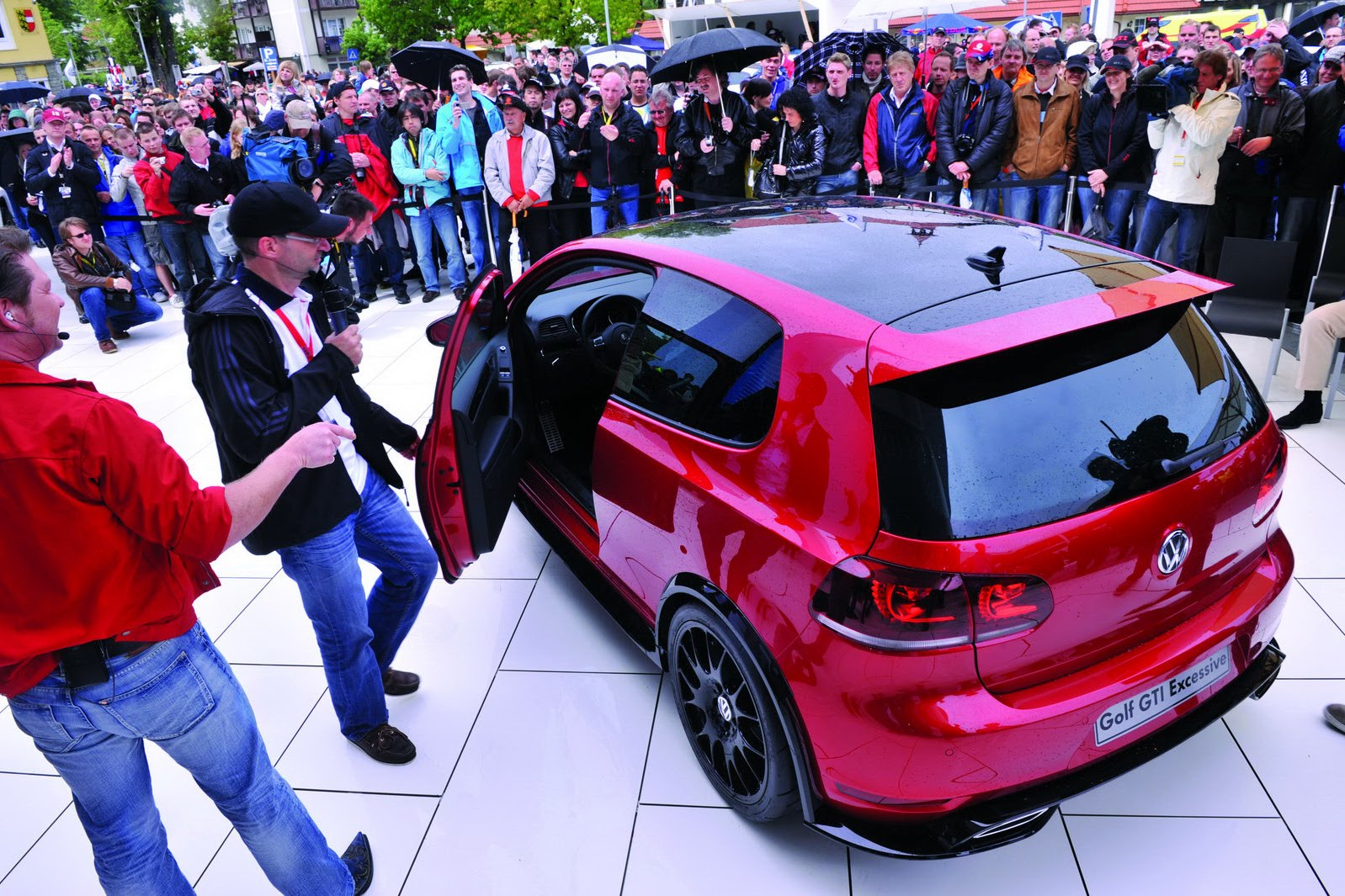 Carscoop W 246 Rthersee Show Vw Golf Gti Excessive Study Could Spawn Sport Package First Photos