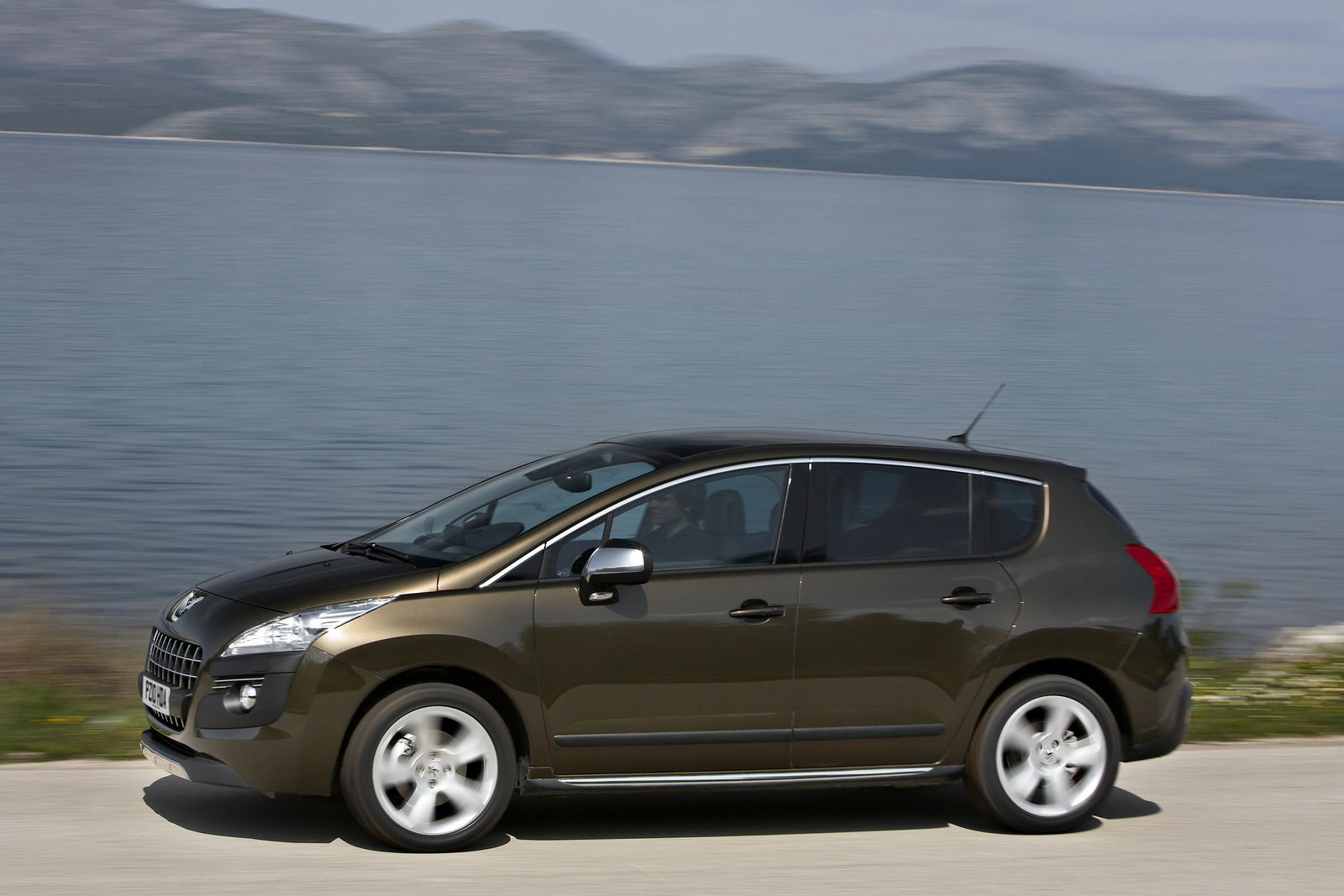 the car peugeot uk launches 3008 with more powerful diesel and six speed auto. Black Bedroom Furniture Sets. Home Design Ideas