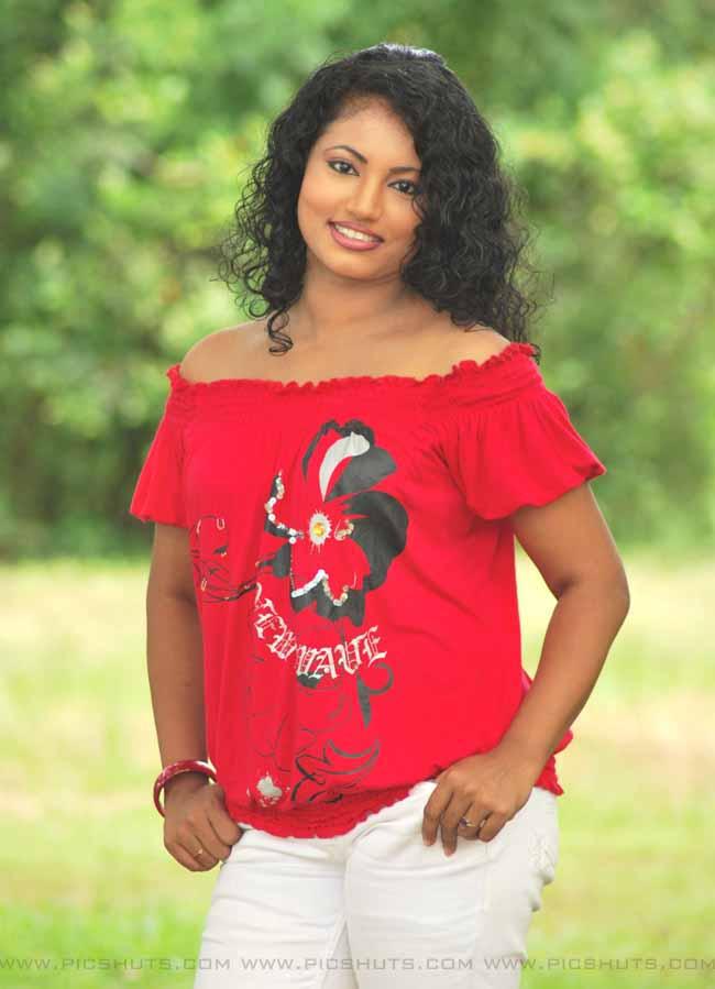 Those who doesnt know me spread news - Nathasha Perera