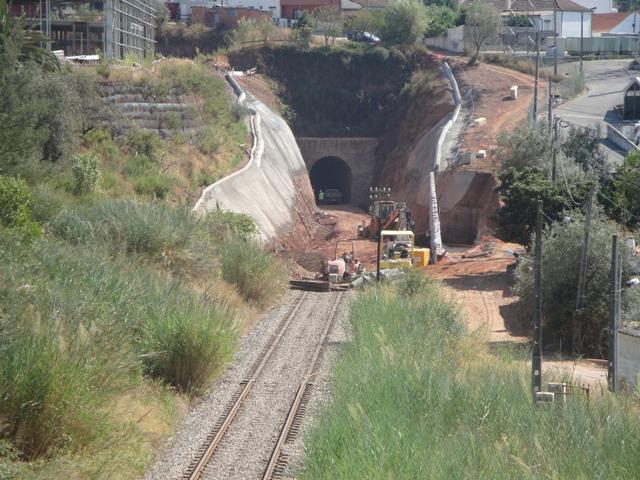 Tunel das Carval Aqui começam ou terminam as passagens subterrânea da linha