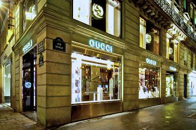 8ca2d9710a3b Gucci ha riaperto, dopo una lunga ristrutturazione, il negozio parigino di  Rue Royale. I 1,300 metri quadri della boutique sono ...