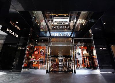 hot sale online f8347 20964 GIOCHI DI VOLUMI E TRASPARENZE PER IL NUOVO STORE PRADA A TAIPEI  01 02 2011. Prada ha inaugurato un nuovo punto vendita a Taipei, nel cuore  della city.