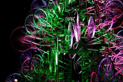 Árvore de Natal feita com 100 bicicletas 11