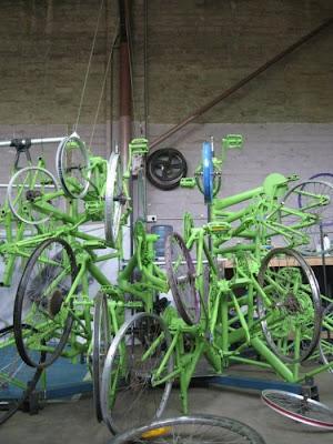 Árvore de Natal feita com 100 bicicletas 4