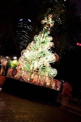 Árvore de Natal feita com 100 bicicletas 22
