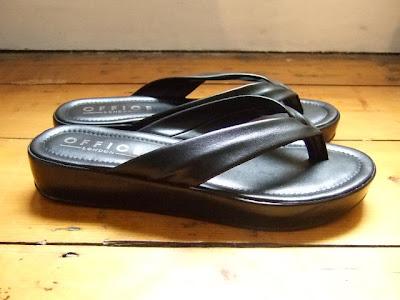 d9db6d05d46e5b cycling in heels  Posh flip flops