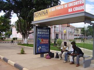 Angola, Lunda Sul, Saurimo, Paragem de Autocarro, Tintas Europa